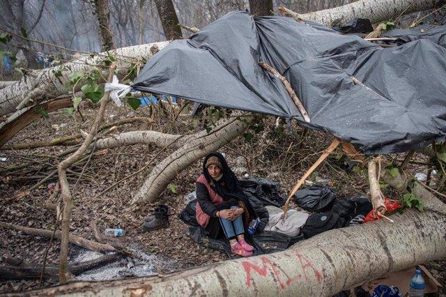Archivo - Mujer refugiada en la frontera entre Turquía y Grecia