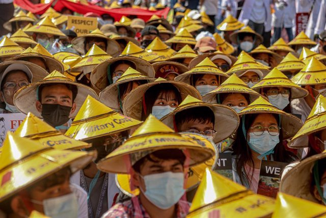 22 February 2021, Myanmar, Mandalay: Protesters wear hats as they queue during a protest against the military coup and detention of civilian leaders in Myanmar. Photo: Kaung Zaw Hein/SOPA Images via ZUMA Wire/dpa