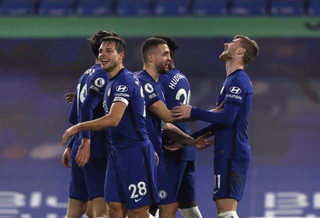 Los jugadores del Chelsea celebran un gol de Timo Werner