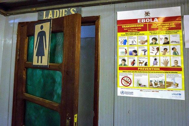 Archivo - Información acerca del ébola a la entrada de un lavabo de mujeres en Aeropuerto Internacional de Goma, en República Democrática del Congo