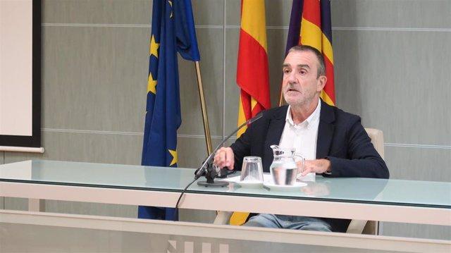 Archivo - El conseller de Transición Energética, Sectores Productivos y Memoria Democrática,, Juan Pedro Yllanes, en una rueda de prensa.