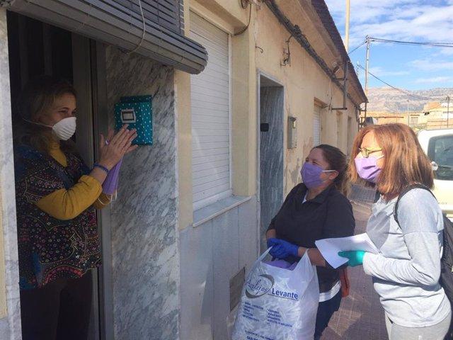 Agost dedicará el 8 de Marzo a las mujeres que fabricaron 30.000 mascarillas al inicio de la pandemia