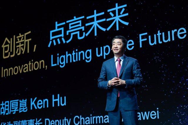 Archivo - Vicepresidente de Huawei, Ken Hu, en MWC Shanghái 2021