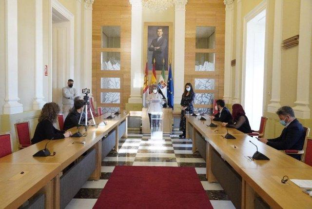 Presentación del Presupuesto del Ayuntamiento de Cáceres en rueda de prensa