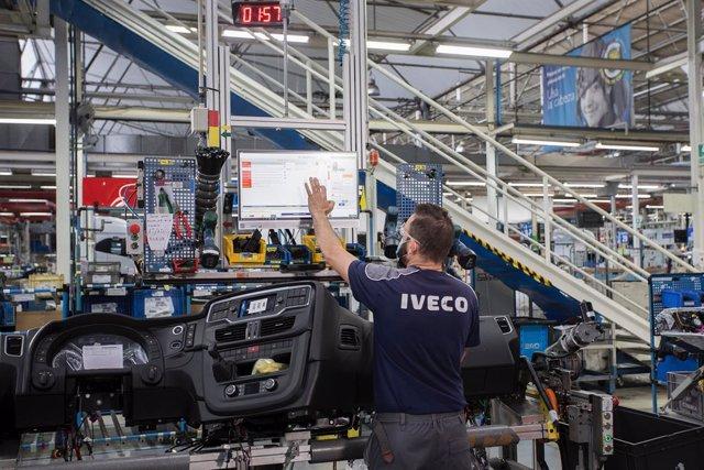 Trabajador de la planta de Madrid de Iveco.
