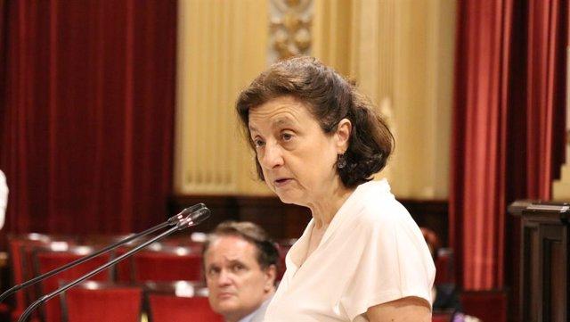 Archivo - La consellera de Servicios Sociales y Deportes, Fina Santiago.