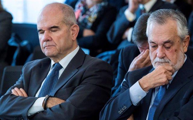 Archivo - Los expresidentes andaluces Manuel Chaves y José Antonio Griñán