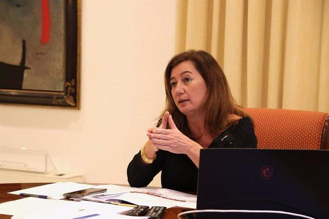 La presidenta del Govern, Francina Armengol, durante una reunión telemática en el Consolat de Mar.