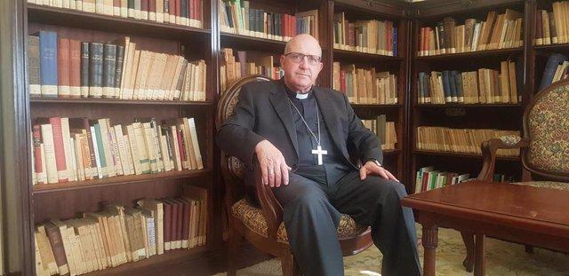Archivo - El obispo de Huelva, Santiago Gómez Sierra.