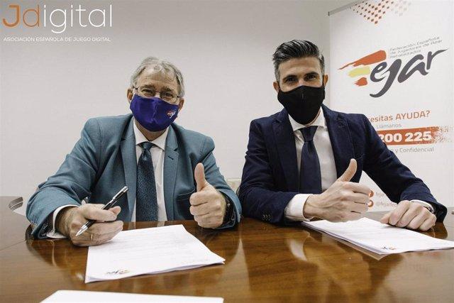 El director general de Jdigital, Andrea Vota, y el presidente de Fejar, Maxi Gutiérrez,  firman un acuerdo de colaboración en materia de juego seguro