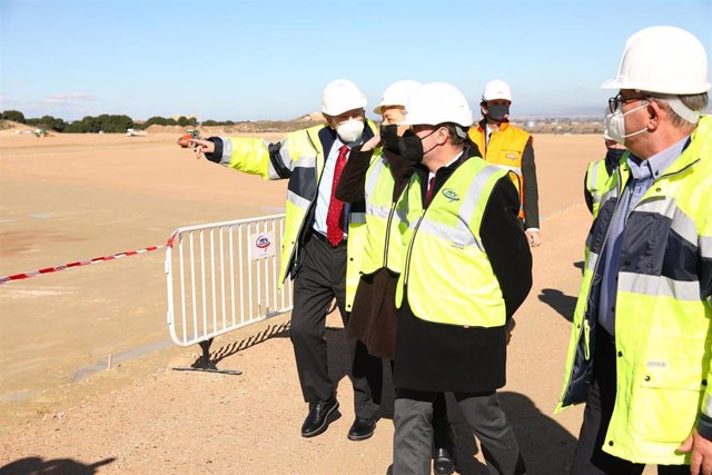 Lambán visita las obras de ampliación en PLAZA, donde se construirá la nueva planta de Amazon.