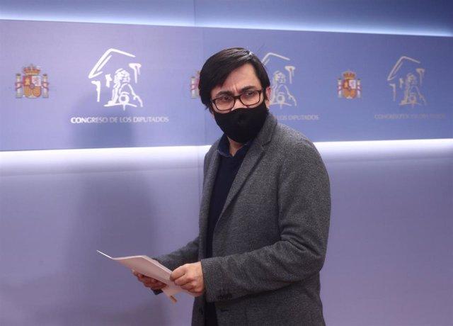 Archivo - El secretario primero del Congreso y diputado de ECP, Gerardo Pisarello en rueda de prensa posterior a la Mesa del Congreso de los Diputados, en Madrid (España), a 15 de diciembre de 2020.