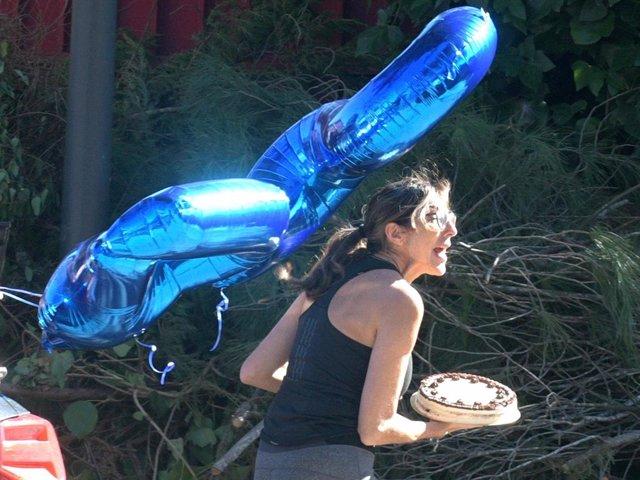 Paz Padilla, con globos y una tarta para su hija Anna, que hoy cumple 24 años
