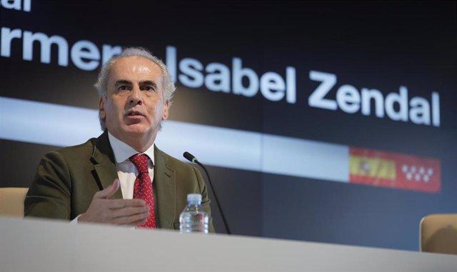 Archivo - Enrique Ruiz Escudero, consejero de Sanidad de la Comunidad de Madrid en el Hospital Isabel Zendal
