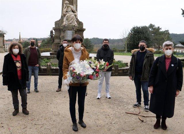Homenaje floral a Rosalía de Castro con Ana Pontón, líder del BNG