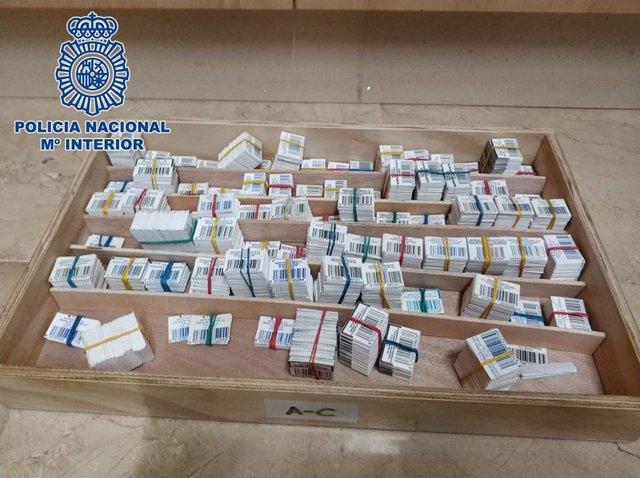 Parte del material intervenido en la farmacia.