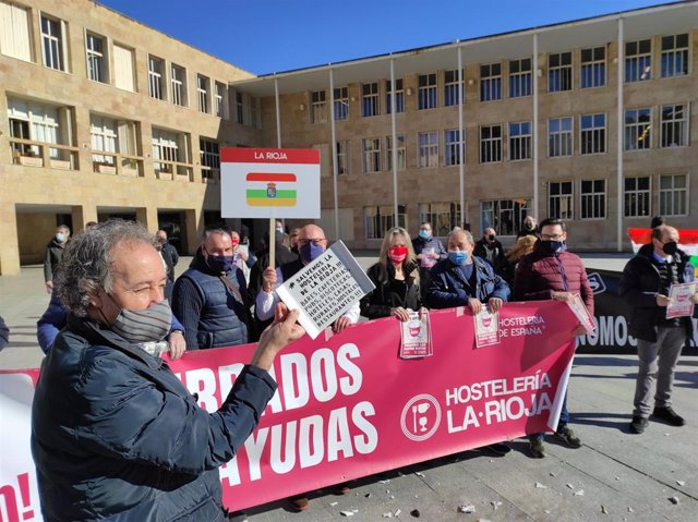 Protesta de Hostelería en Logroño en la plaza del Ayuntamiento