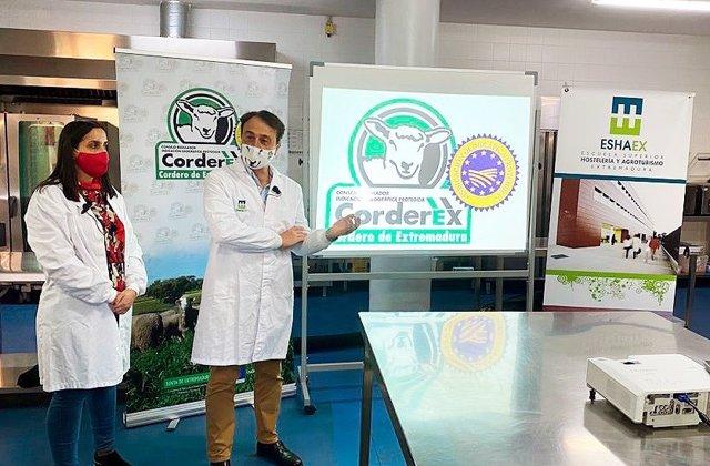 Corderex organiza una clase magistral para alumnos y profesores en la ESHAEX