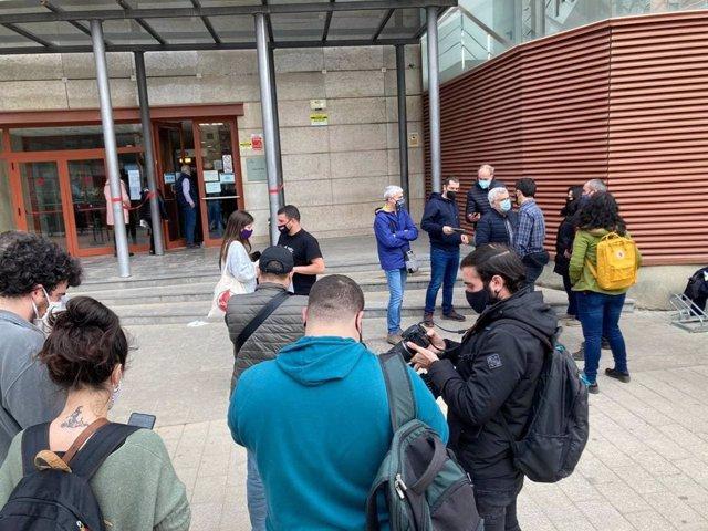 En llibertat el regidor de Reus (Tarragona) de la CUP, Edgar Fernàndez, després de negar-se a declarar davant el jutge