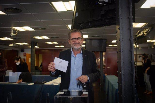 Pere Barrios en su votación por las elecciones de Pimec este 23 de febrero