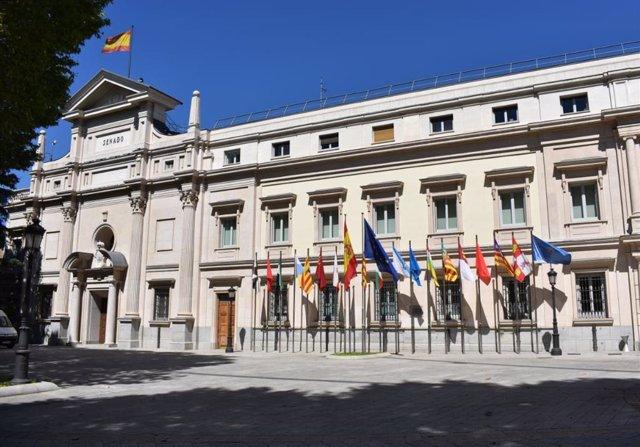 Archivo - Imagen del exterior y fachada del Senado