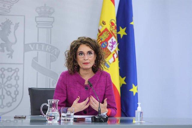 La portavoz del Gobierno y ministra de Hacienda, María Jesús Montero comparece en rueda de prensa posterior al Consejo de Ministros celebrado en Moncloa, en Madrid (España), a 16 de febrero de 2021.