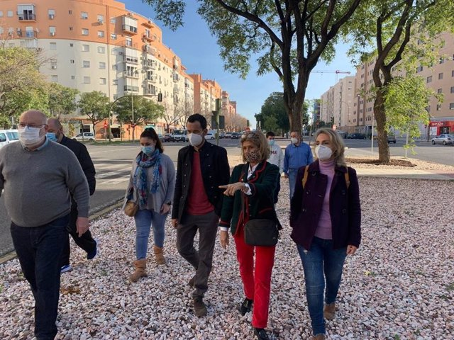 Reunión de Rojas y Oliva con vecinos de Sevilla Este