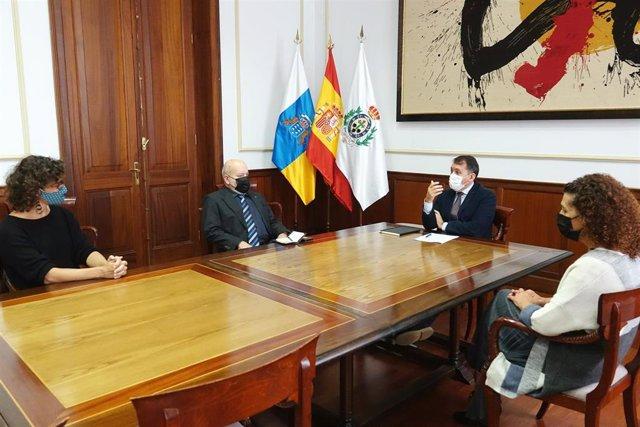 El alcalde de Santa Cruz de Tenerife, José Manuel Bermúdez, se reúne con el presidente del CD Tenerife, Miguel Concepción, para estudiar los actos del centenario