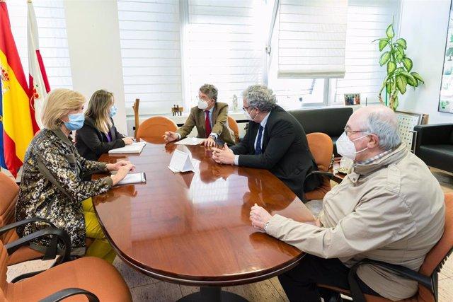 La consejera de Educación y Formación Profesional, Marina Lombó, se reúne con Unión Profesional Cantabria