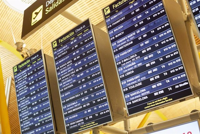Panel en la terminal T4 del Aeropuerto Adolfo Suárez Madrid-Barajas