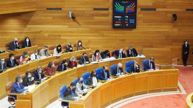 Votación de una ley en el Parlamento de Galicia.