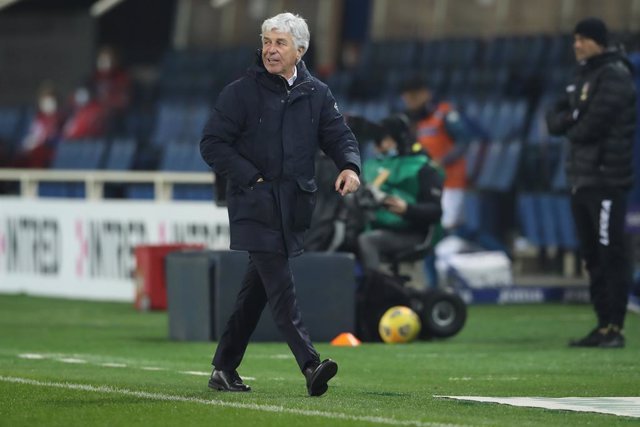 21 February 2021, Italy, Bergamo: Atalanta head coach Gian Piero Gasperini reacts after being shown a red card by referee Marco Di Bello during the Italian Serie A soccer match between Atalanta BS and SSC Napoli at Gewiss Stadium. Photo: Jonathan Moscrop/