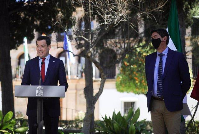El presidente de la Junta, Juanma Moreno, y el vicepresidente y consejero, Juan Marín, este martes en la rueda de prensa tras el Consejo de Gobierno, reunido en Ronda (Málaga).