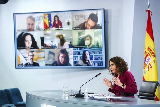 La ministra de Hacienda y Portavoz del Gobierno, María Jesús Montero, interviene durante la rueda de prensa posterior al Consejo de Ministros, en Madrid (España), a 23 de febrero de 2021. La reunión se produce el mismo día en el que se cumplen 40 años del