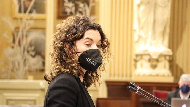 La consellera de Hacienda, Rosario Sánchez, en el debate del decreto.