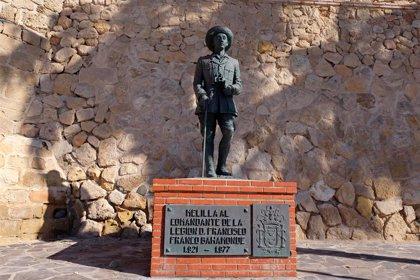 """El Gobierno aplaude la retirada de la estatua de Franco de Melilla y recuerda que obliga la ley: """"Ya van tarde"""""""