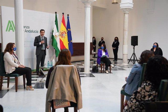 Archivo - El presidente de la Junta, Juanma Moreno, en su intervención ante la Asociación Andaluza de Mujeres Empresarias del Sector del Medio Ambiente (Ansemac) en noviembre de 2020.