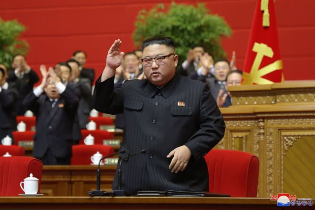 Archivo - HANDOUT - 12 January 2021, North Korea, Pyongyang: A picture provided by the North Korean state news agency (KCNA) on 13 January 2021, shows North Korean Leader Kim Jong-un attending the congress of the ruling Workers' Party. Photo: -/KCNA/dpa -