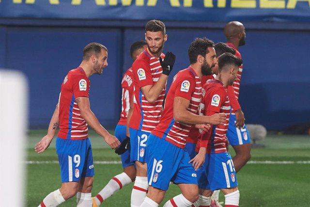 Archivo - Granada players celebrates the goal of Roberto Soldado during the La Liga Santander mach between Villarreal and Granada at Estadio de la Ceramica on 22 January, 2021 in Vila-real, Spain
