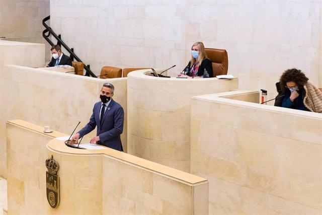 El vicdepresidente regional, Pablo Zuloaga, en la Comisión de Cultura del Parlamento