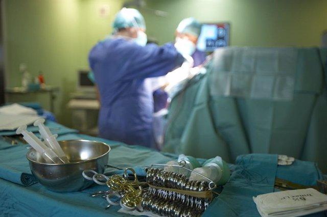 Archivo - Quirófano del Hospital de Gran Canaria Dr. Negrín