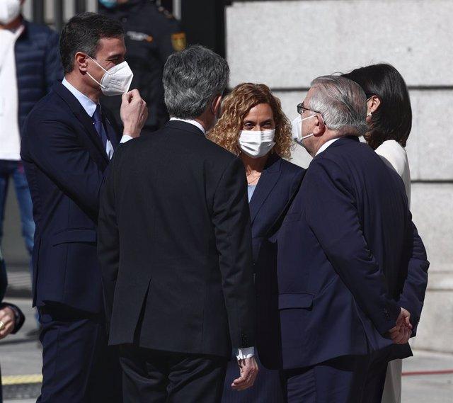 El president del Govern, Pedro Sánchez, la presidenta del Congrés, Meritxell Batet, la presidenta del Senat, Pilar Llop en l'acte d'aniversari dels 40 anys del 23F del Congrés.