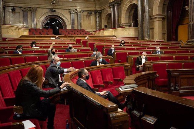 Archivo - Miembros de la Diputación Permanente del Parlament durante la votación celebrada en la sesión, en Barcelona, Catalunya (España), a 20 de enero de 2021.