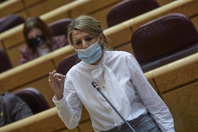 La ministra de Trabajo, Yolanda Díaz interviene durante una sesión de control al Gobierno en el Senado, en Madrid (España), a 2 de febrero de 2021. Durante el pleno, el Ejecutivo se enfrenta esta vez a preguntas relacionadas con la nueva ley educativa, la