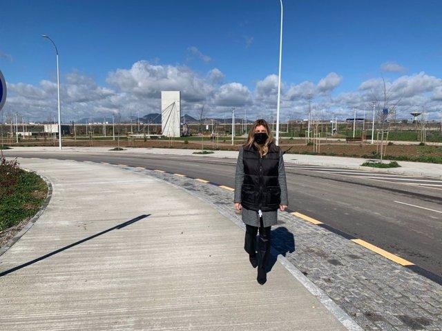 La concejal, Eva Martín, visita el sector PP-N-3