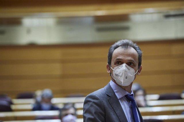 Archivo - El ministro de Innovación y Ciencia, Pedro Duque, durante una sesión de control al Gobierno en el Senado, en Madrid (España), a 1 de diciembre de 2020. Se trata de la última sesión de control al Ejecutivo del año y, a pesar de no contar con el p