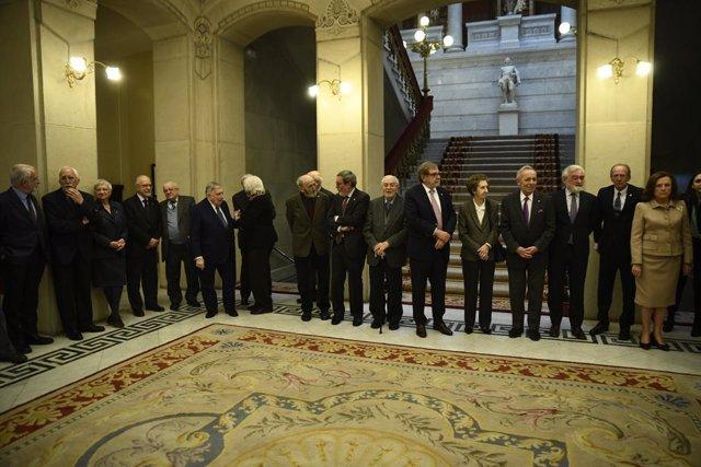 Archivo - Los académicos de la Lengua se preparan para recibir al presidente del Gobierno, Pedro Sánchez, que visita la sede de la RAE para acudir a un Pleno extraordinario.