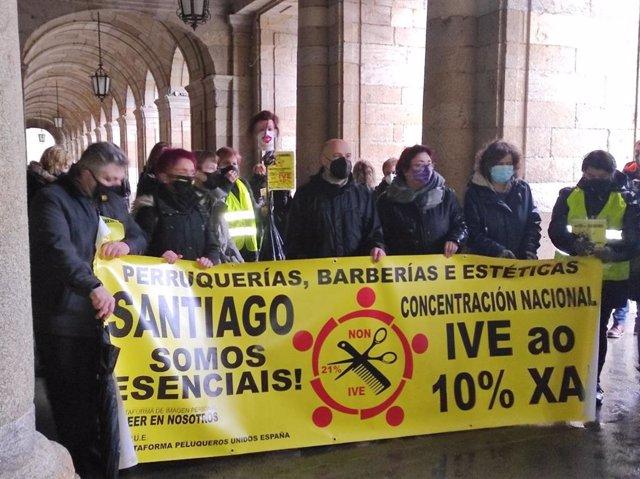 Archivo - Protesta del sector de las peluquerías para reclamar una rebaja del IVA
