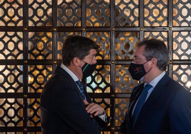 El vicepresidente de la Junta y consejero de Turismo, Regeneración, Justicia y Administración Local, Juan Marín (1i), en una foto de archivo con el alcalde de Sevilla, Juan Espadas (1d). Sevilla a 10 de febrero 2021