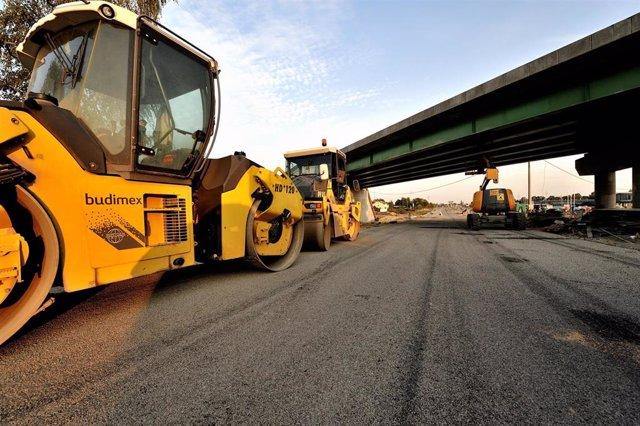Archivo - Budimex (Ferrovial) obras de carreteras